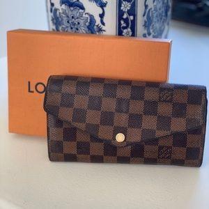 🍒authentic Louis Vuitton $720 Sarah wallet Ebene
